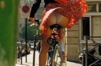 Upskirt de uma mulher na rua