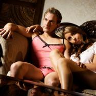 Os homens e a mania de vestir roupas íntimas femininas